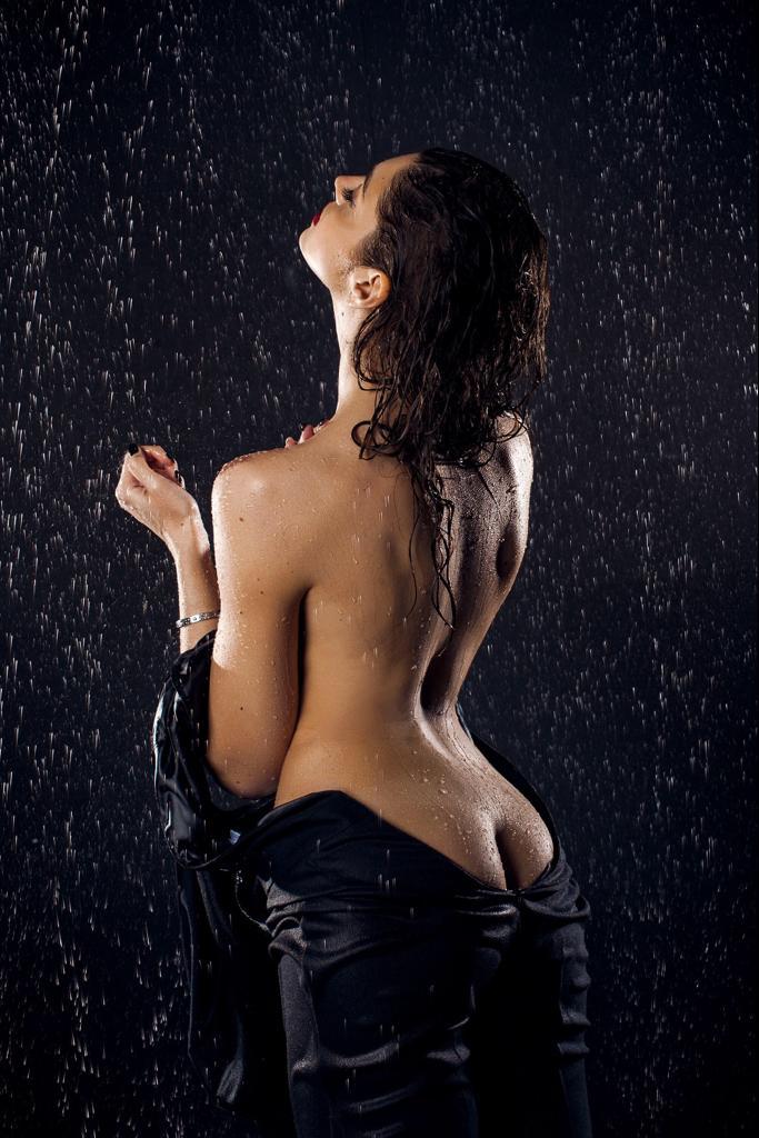 Elena is singing in the rain