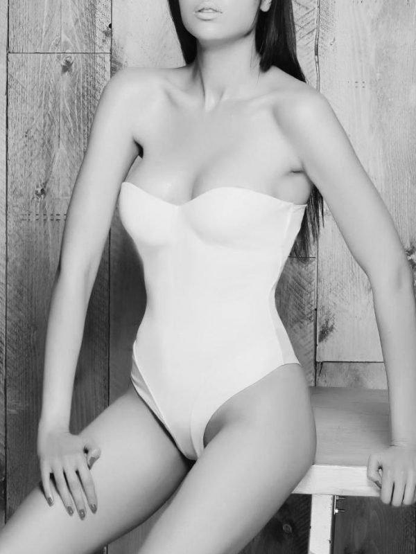 Monica escort model in a sexy body